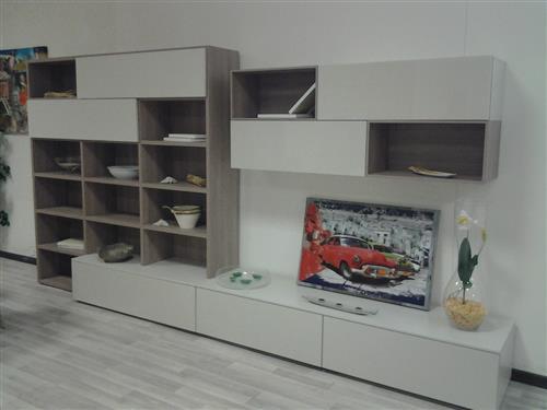 Offerta vendita mobili per soggiorno marca europeo a for Vendita mobili terni