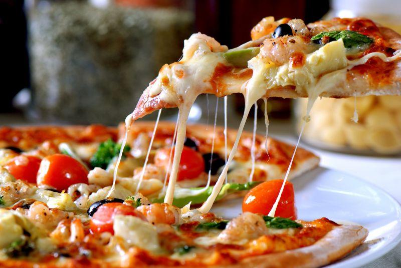 offerta pizza cotta in forno a legna - occasione pizze tradizionali e speciali vicenza