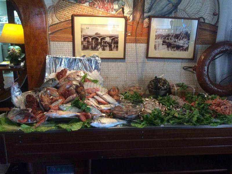 pesce alla griglia o allacqua di mare