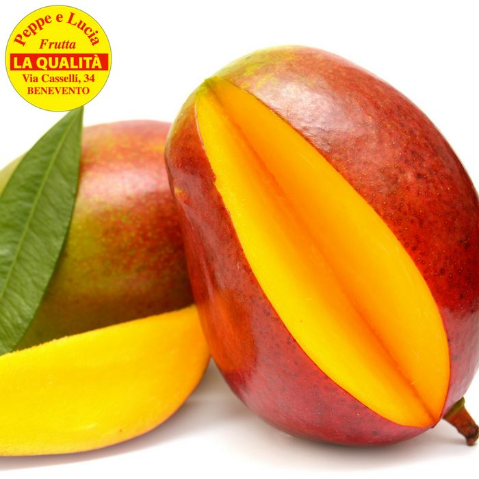 Da Peppe e Lucia mango in offerta.Il frutto della salute!