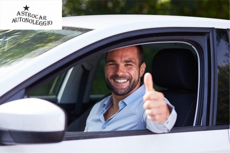 offerta noleggio auto e furgoni - occasione servizio autonoleggi 9 posti Astrocar