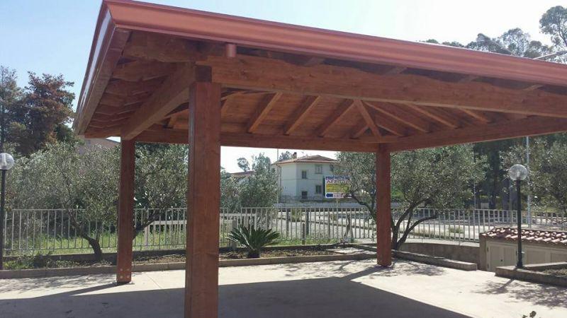 Gazebo in legno 4x4 in legno lamellare a catanzaro sihappy for Gazebo in legno usato