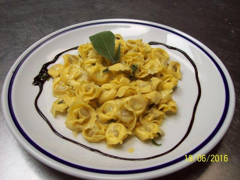 Gnocchi all'amarone e tortellini di Valeggio - Ristorante Valeggio sul Mincio Verona Specialità