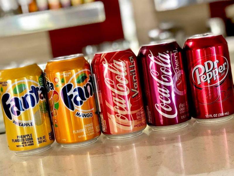 Al BAR GELATERIA TABACCHI DEI F.LLI COLLARILEtrovi la Coca-Cola a vaniglia e ciliegia e la Fant