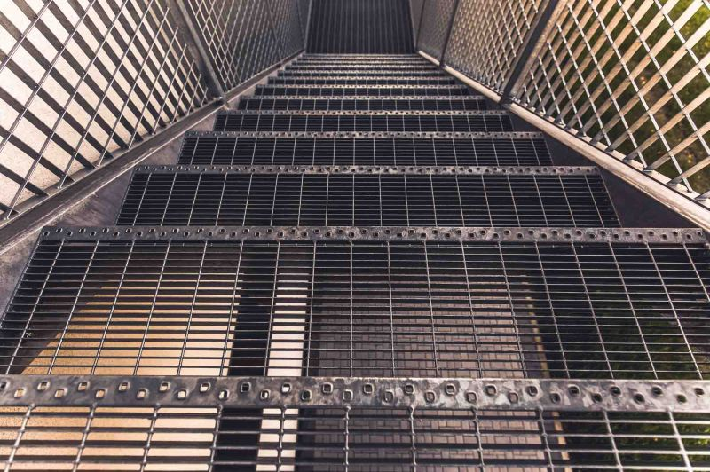 offerta progettazione costruzione scale antincendio - occasione posa scale di sicurezza milano