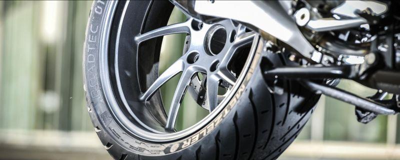 offerta cambio dei pneumatici auto - promozione cambio pneumatici moto restauro moto vicenza