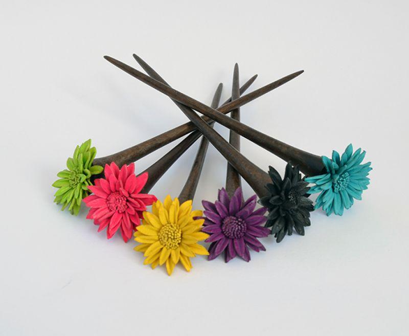 Offerta - Fermaglio in legno con fiore in pelle