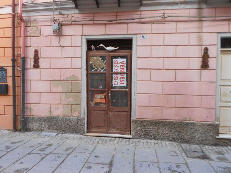 IGLESIAS, via Satta, locale comm.le mq. 60 - 4 Mori Immobiliare