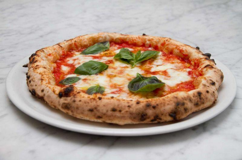 Offerta pizze veraci con pasta a bordo alto Verona - Promozione pizza Napoletana Dossobuono