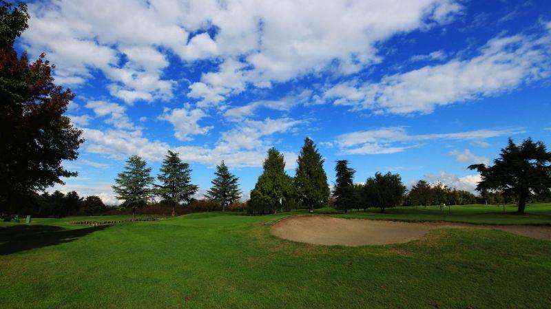 Offerta campi da golf Venezia - Promozione campo da golf con ostacoli d'acqua laghi artificiali