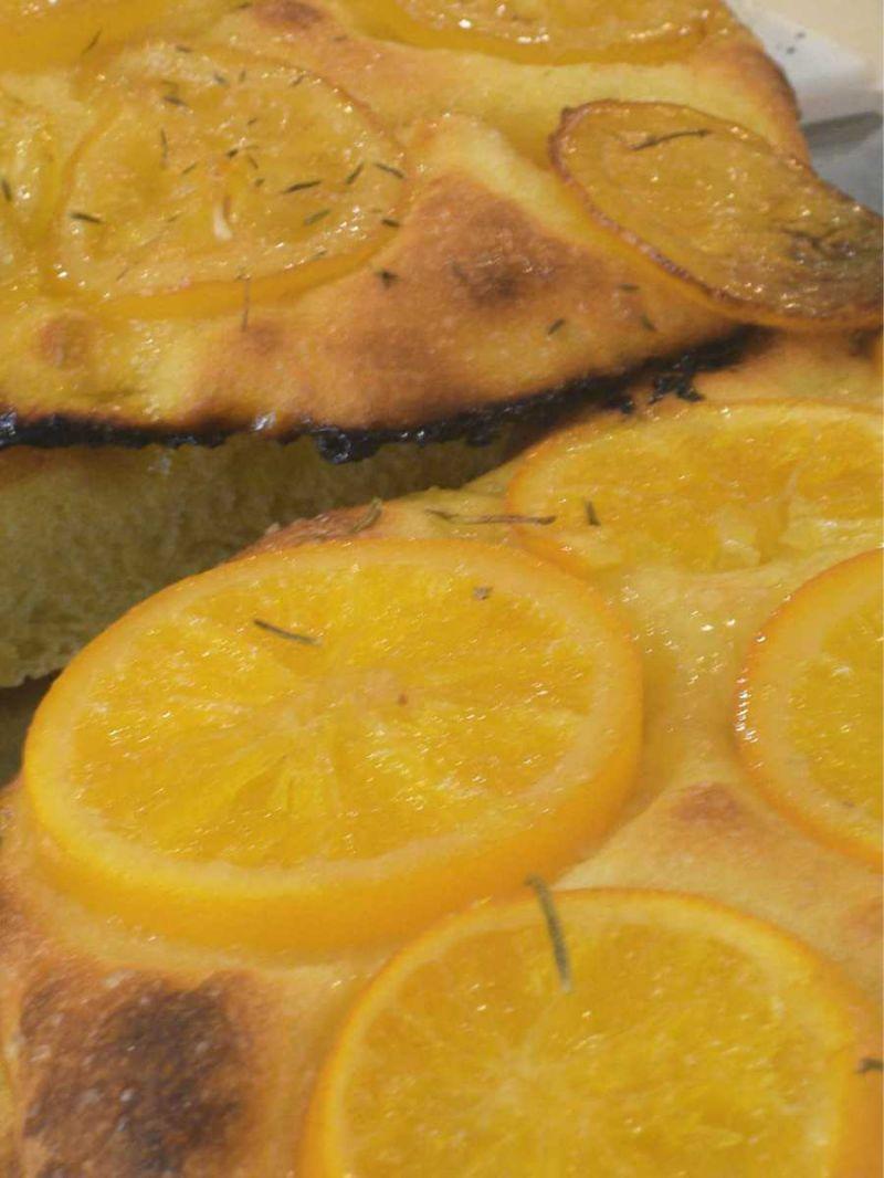 Focaccia all'arancia ricetta esclusiva di A BITEGA DU PAN Diano Marina (Imperia)