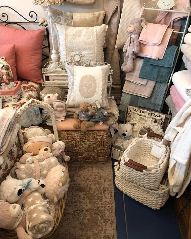 offerta realizzazione ricami personalizzati su cuscini - occasione ricami su tovaglie e cuscini