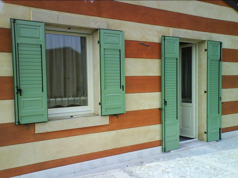 Offerta produzione scuri in alluminio coibentati -Installazione scuri con finiture legno Verona
