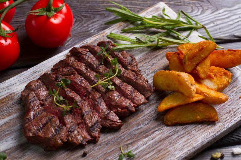 Offerta specialità carne alla griglia vicino al Lago di Garda - Promozione trattoria sul Lago