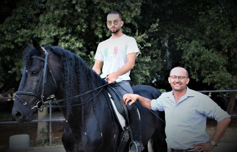 Il cavallo ballerino addestrato dal Maestro di equitazione Michele Caroli