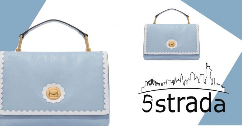 offerta tracolla staccabile  borsa a mano Coccinelle in pelle di vitello celeste e bianca