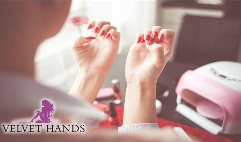 Velvet Hands Bari centro benessere estetico  Manicure con smalto semipermanente offerta promo