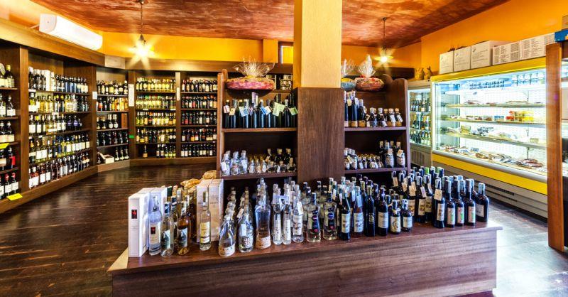 Presso l'ENOTECA AZARA , OFFERTE e IMPERDIBILI su tutti vini! Cosa aspetti vieni a trovarci!