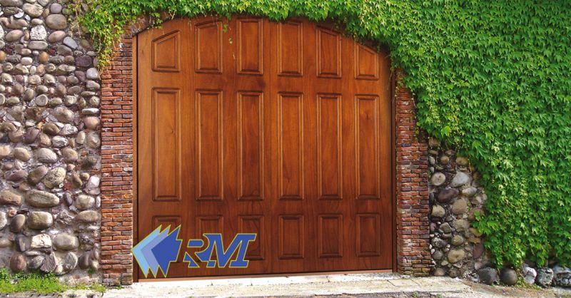 offerta produzione porte basculanti in acciaio e legno Roma - occasione serrande per negozi
