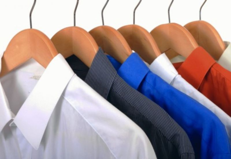 offerta lavaggio stiro camicia appesa-promozione lavaggio camicie ritiro e consegna a domicilio
