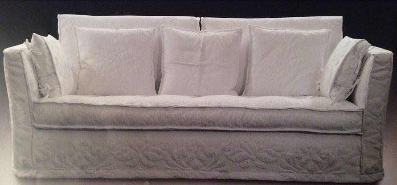divano in tessuto stile coloniale