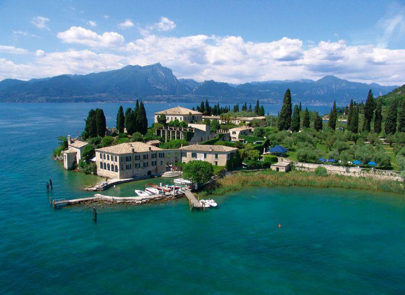 camere suite hotel albergo locanda punta san vigilio baia delle sirene lago di garda offerta