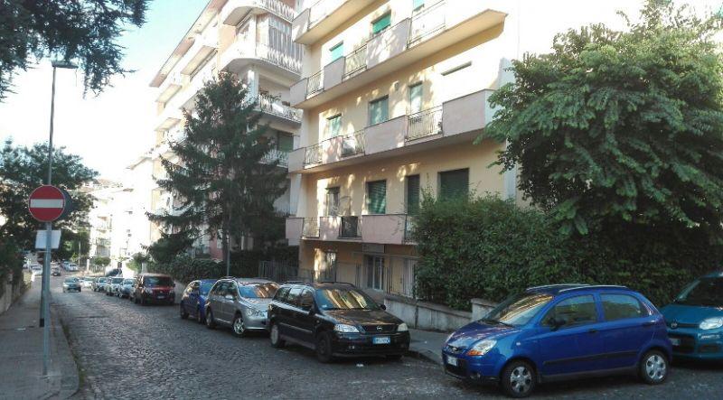agenzia immobiliare centro propone in vendita appartamento in via raguzzini zona alta