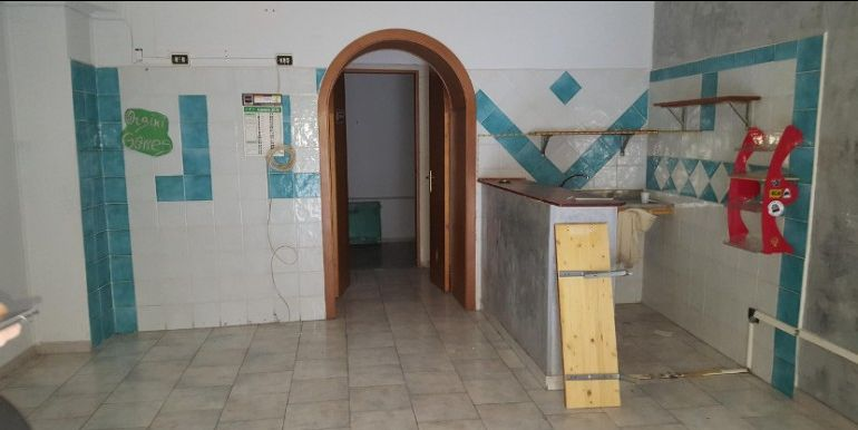 vendita Locale Commerciale Via San Gaspare del Bufalo - Zona Centro -