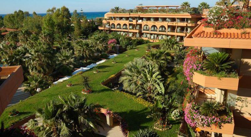 Con Guki Viaggi vai a Campofelice di Roccella - Acacia Resort 4*