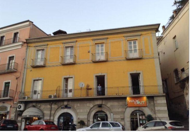 Immobiliare Sannio propone in vendita appartamento zona centrale.