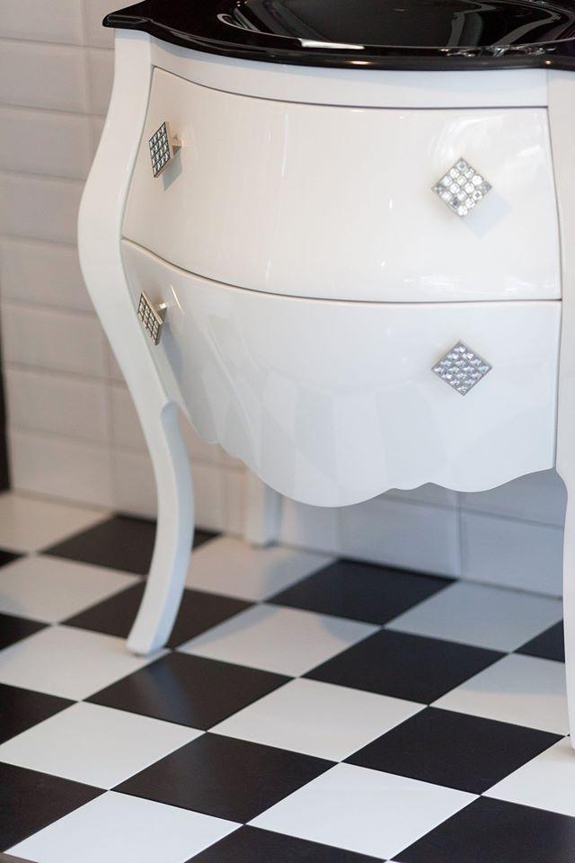 Offerte mobili bagno c m e tasselli vallecrosia a for Mobili bagno classici offerte
