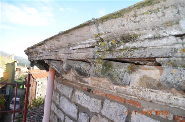 Restauro di un cornicione ad Alà dei Sardi (OLBIA -TEMPIO)