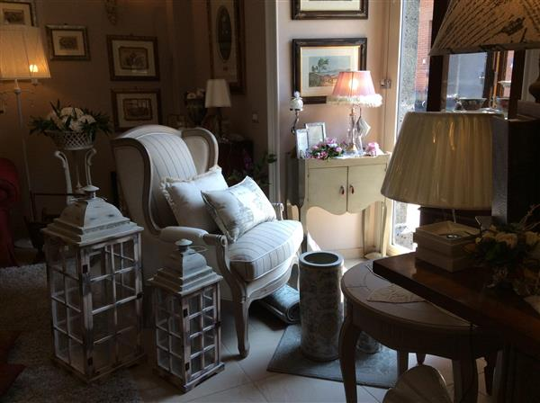 Poltrona shabby in stile coloniale francese da casa for Casa coloniale francese