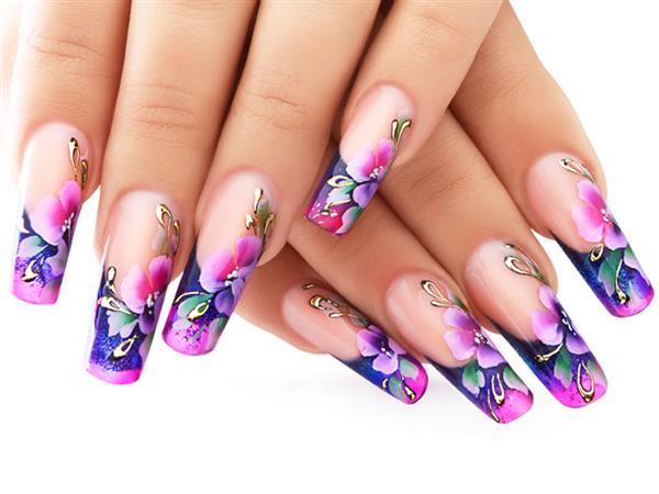 ricostruzione delle unghie in acrilico dal centro estetico salute e bellezza vieni