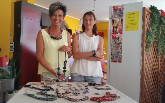 nadia crea i suoi gioielli con le cialde usate del caffe diba 70 distributori professionali rassegna stampa