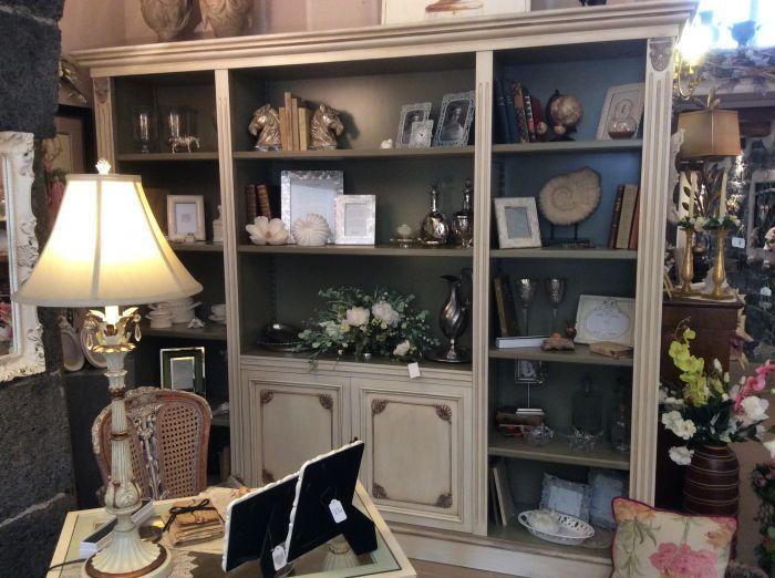 Libreria legno tulipier avorio anticato in offerta da for Casa antica arredamenti
