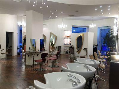 ristrutturazione di un salone per parrucchieri a cagliari realizzata in manufatti di gesso