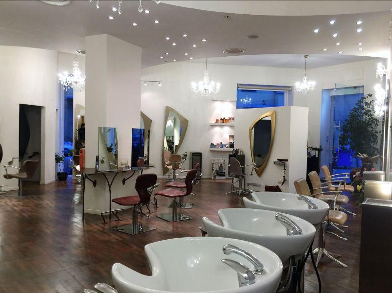 Ristrutturazione di un salone per parrucchieri a Cagliari, realizzata in manufatti di gesso.