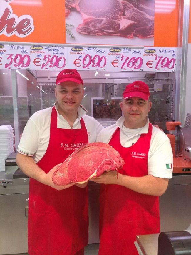 Vieni da F.M.Carni la nostra carne è talmente buona che ti rende felice quando la mangi!