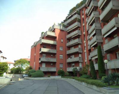 bilocale signorile palazzina con box ampio balcone appartamento bagno finestrato termovalvole