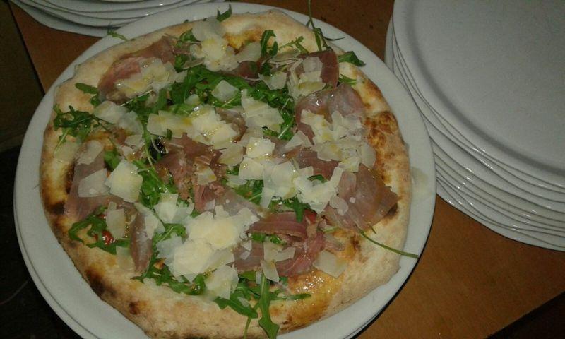 anema e pizza presenta la strapizza