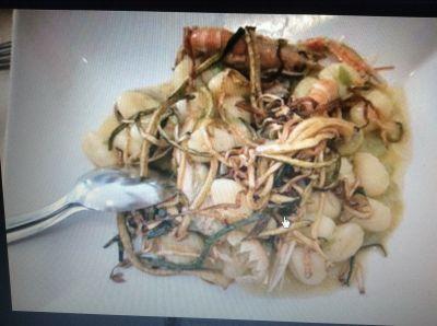 pasta gnocchetti con scampi e zucchine