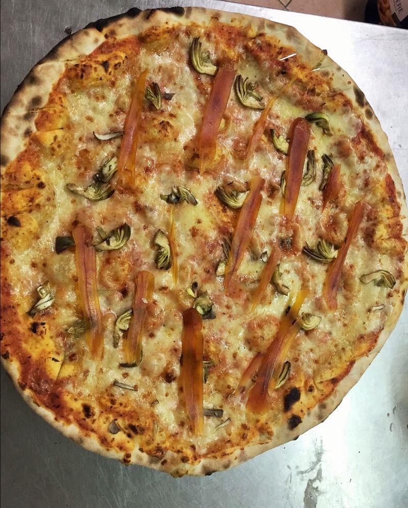 il vecchio saloon si rinnova con nuove qualita di pizze e nuove ricette in trattoria