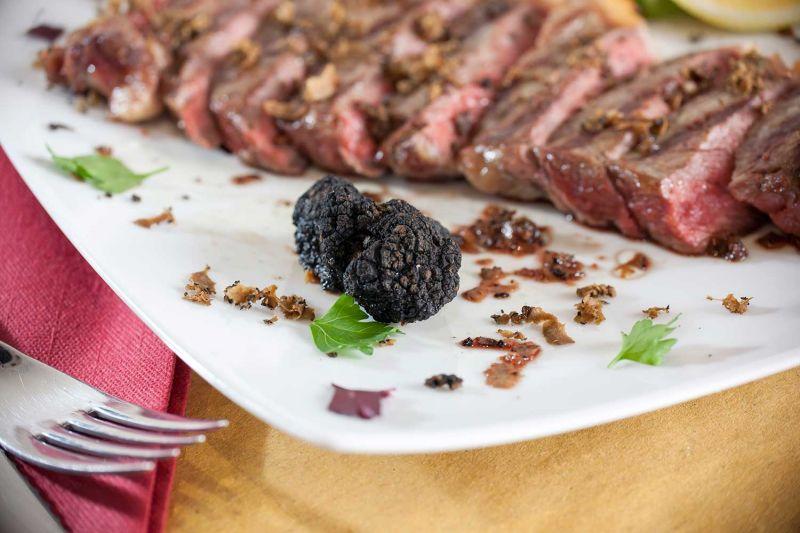 offerta specialità carne alla brace - occasione specialità tagliata con tartufo ed erbette