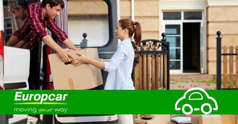 Offerta furgoni con rampa di carico a noleggio - occasione affitto furgoni grandi Piacenza