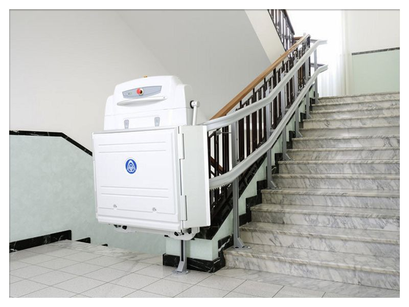 Loizzo Ascensori - offerta Montascale uso abitativo - occasione scale mobili da interno