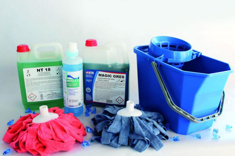 detergenti e pulitori universali sgrassanti superfici e pavimenti mop e secchi vicenza offerta