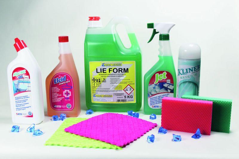 detersivi detergenti disinfettanti disincrostanti mousse e spugne bagno a vicenza offerta