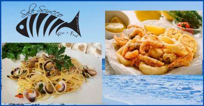 sale sciocco offerta ristorante sul mare con piatti a base di pesce fresco versilia