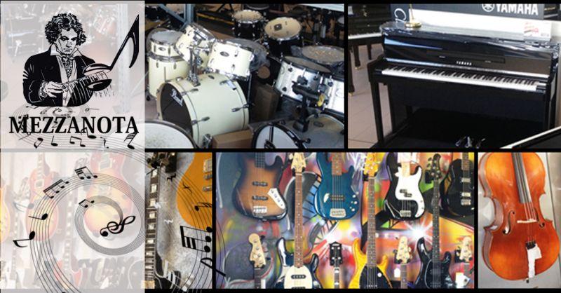 MEZZANOTA - Occasione negozio strumenti musicali - Offerta assistenza vendita articoli musicali